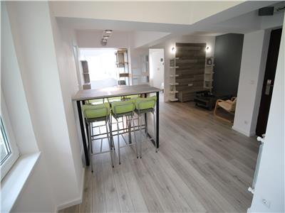 Ultracentral - apartament 2 camere cu terasa - renovat si mobilat