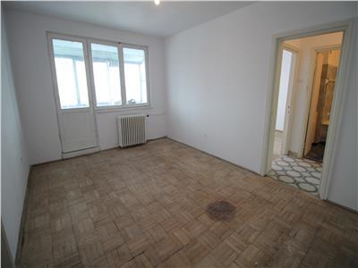 Vanzare apartament 3 camere - liber